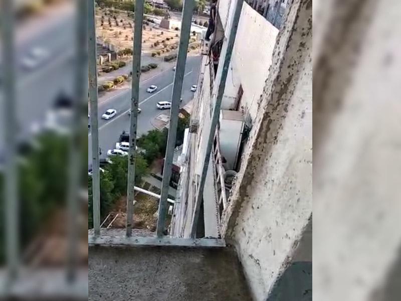Поймали почти на лету - полицейские спасли мужчину от суицида (видео)