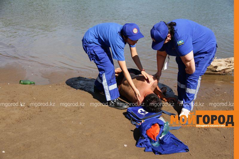 Новости Уральск - Как спасти утопающего показали уральские спасатели