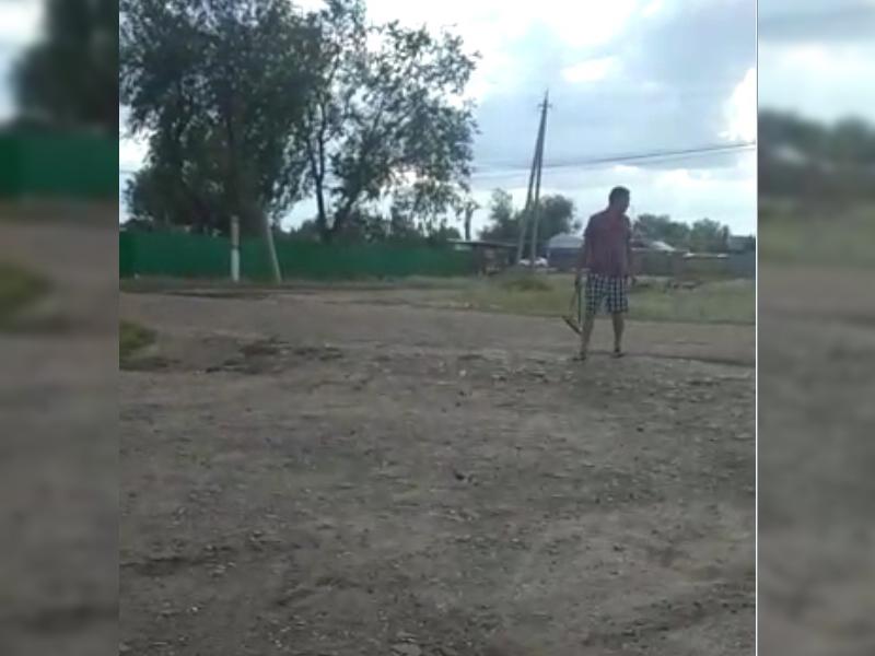Новости Уральск - Сельчане ЗКО сняли на видео мужчин с оружием (видео)