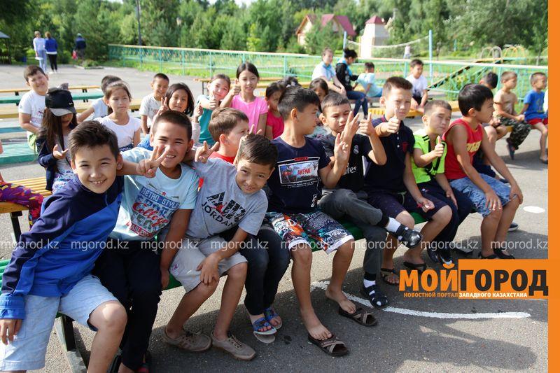 Новости Уральск - Театральное представление по безопасности дорожного движения показали детям в Уральске