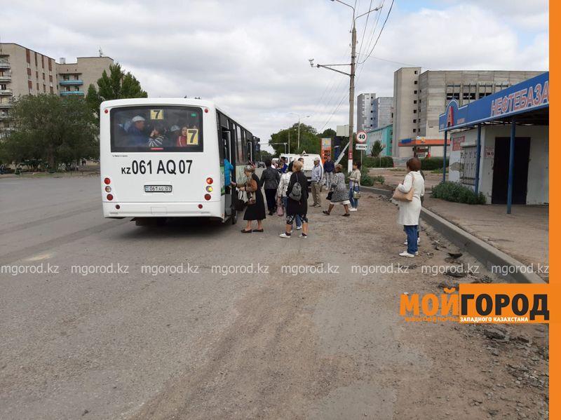 Новости Уральск - В Уральске люди опасаются переходить дорогу возле Нефтебазы