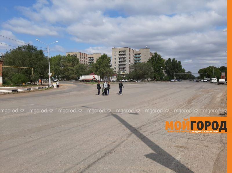 В Уральске люди опасаются переходить дорогу возле Нефтебазы