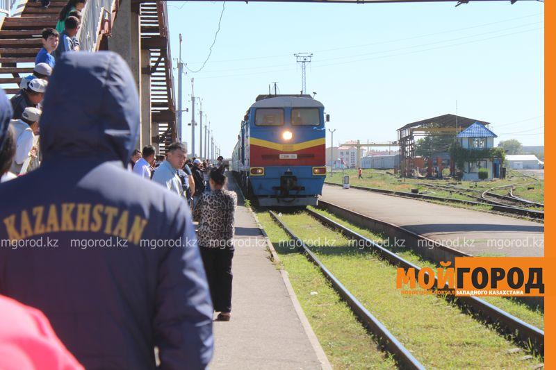 Поезд сообщением Алматы-Актобе лишил женщину обеих ног
