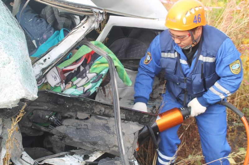 Женщина погибла при столкновении двух авто на трассе в ЗКО