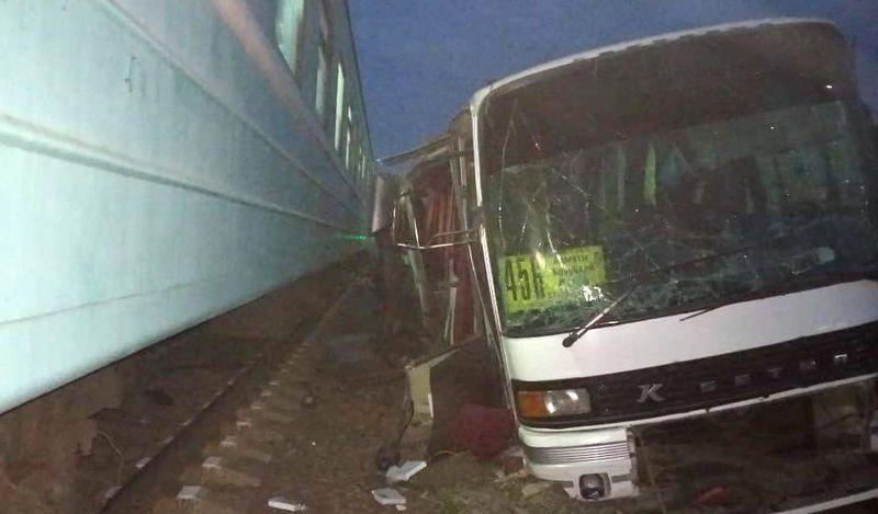 Новости - В Алматинской области поезд сбил автобус (видео)
