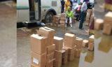 Коробки с учебниками, оставленные во дворе школы в огромных лужах, возмутили атырауцев (фото)