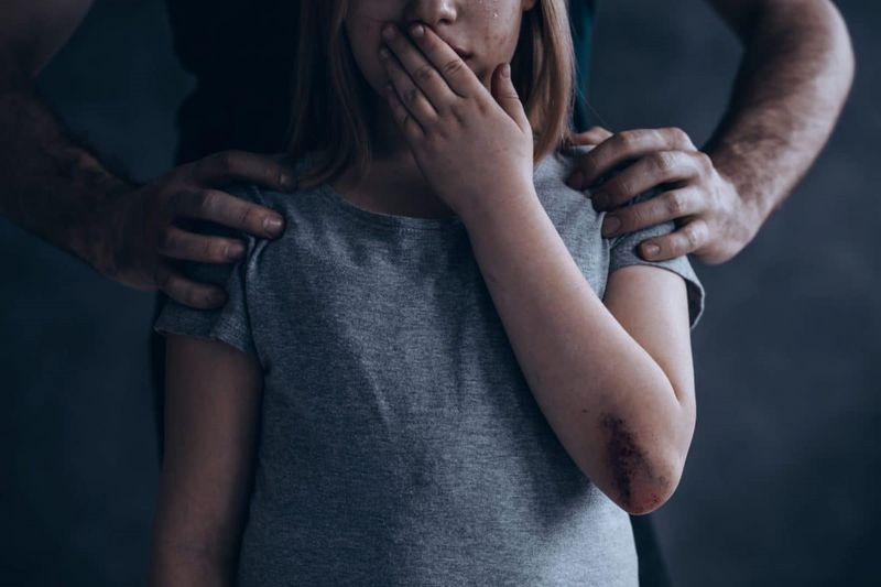 В Атырауской области 13-летняя девочка забеременела от приемного отца