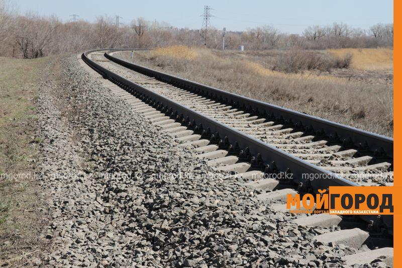 В Уральске мужчину сбил поезд