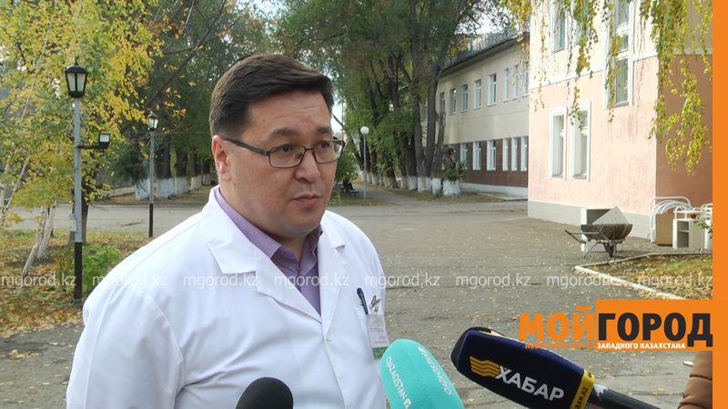 """Директор облбольницы рассказал о состоянии пациента, которого """"пытались оставить на улице"""" в Уральске"""