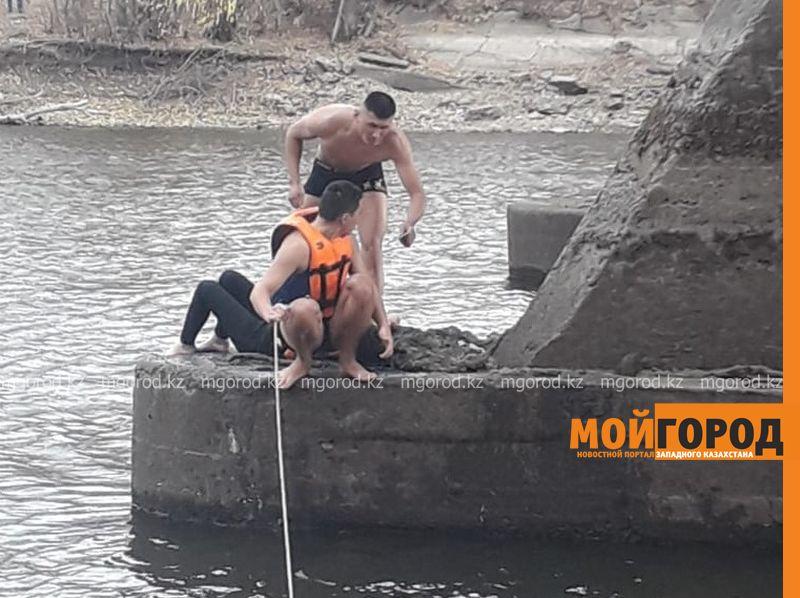 Новости Уральск - В Уральске девушка сбросилась с моста в реку Чаган (фото, видео)