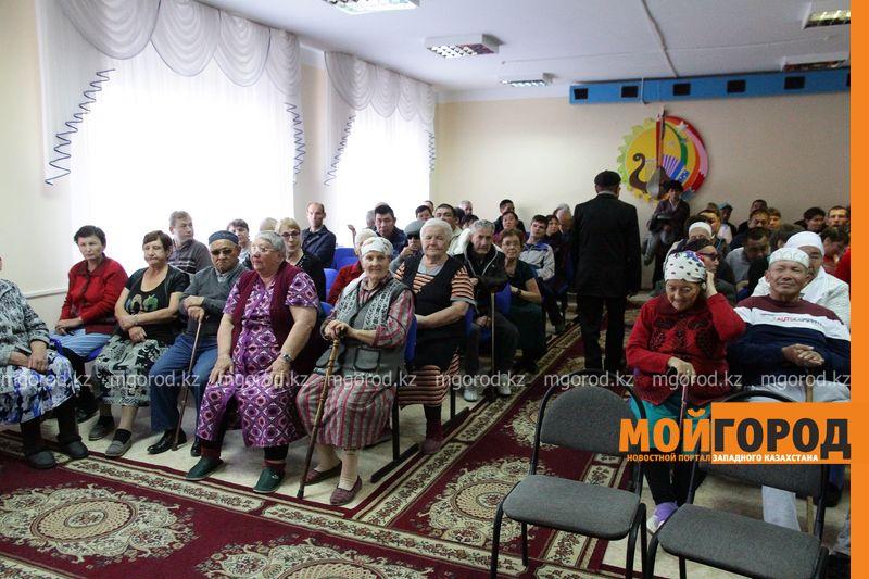 Для постояльцев Дома престарелых полицейские ЗКО провели концерт