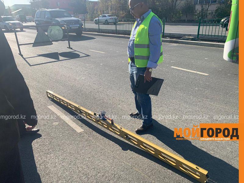 Новости Атырау - В Атырау измеряют ширину и толщину асфальта