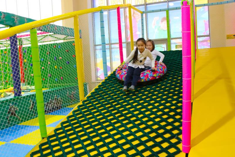 Новости Уральск - Активный отдых для всей семьи предлагает батутный центр «Flymax»