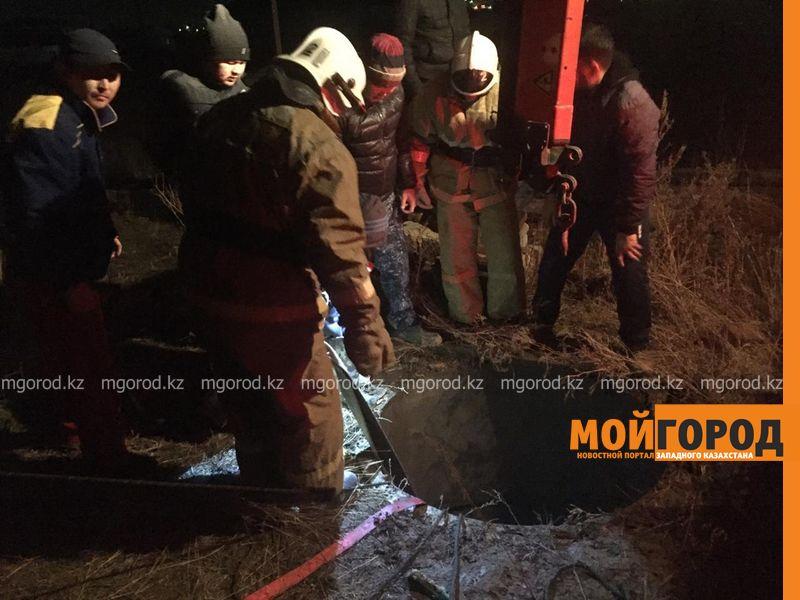 Новости Актобе - Лошадь из септика вызволили Актюбинские спасатели (фото)