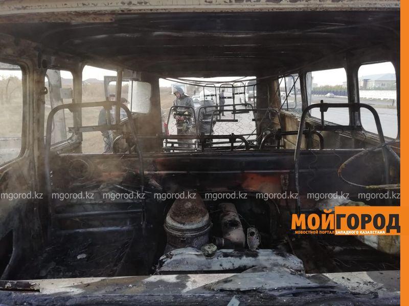 Новости Актобе - Школьный УАЗ сгорел на дороге в Актобе