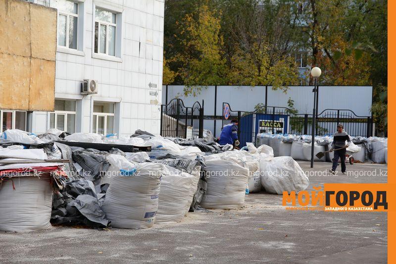 """Открытие стадиона """"Акжайык"""" затягивается на две недели"""
