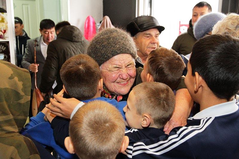 База отдыха «Алаш» провела благотворительный обед для детей и пожилых людей