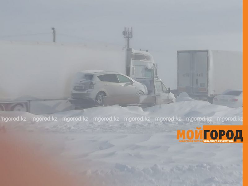 50 машин вытащили из снежного затора на трассе в Актюбинской области