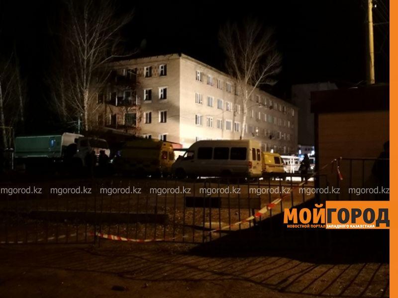 Новости Уральск - В Уральске пятый час продолжаются переговоры с мужчиной, захватившим жену в заложники
