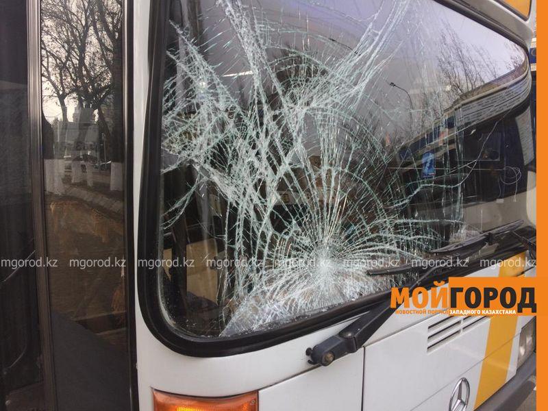 Новости Уральск - Двух пешеходов сбил пассажирский автобус в Уральске