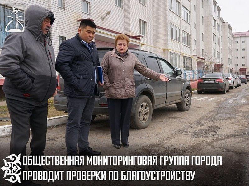 Новости Уральск - Благоустройство дворов проверили депутаты по поручению акима ЗКО