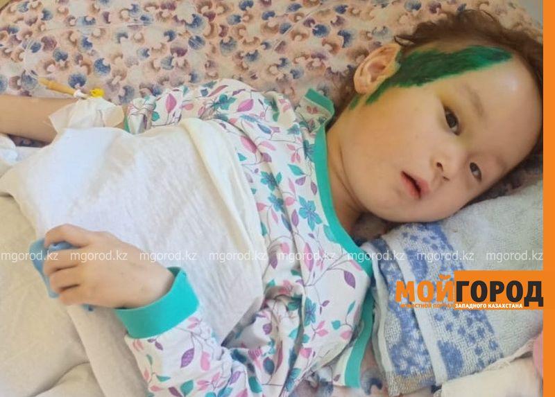 Водитель иномарки дважды проехал по 3-летней девочке в Уральске (фото)