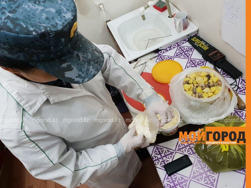 Новости Атырау - Мобильный телефон в банке со сметаной пытались передать в следственный изолятор Атырау