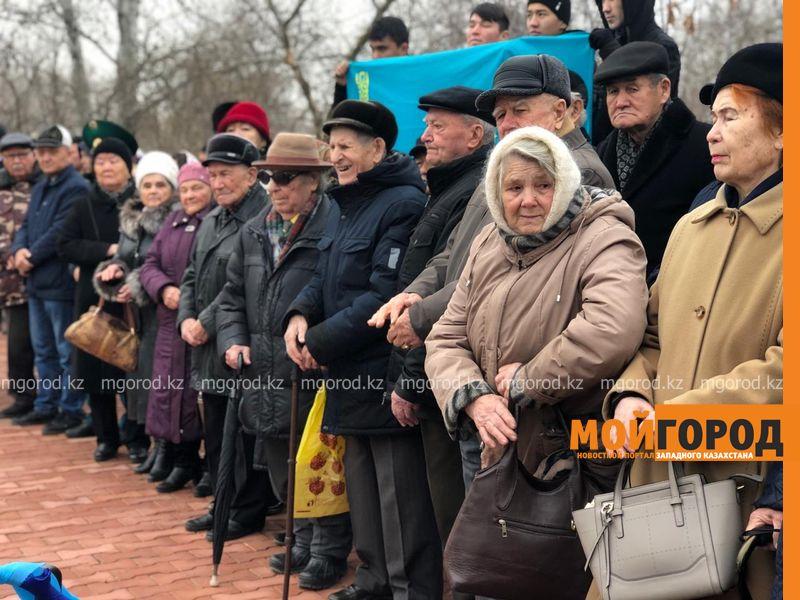 Землю с братских могил ЗКО передали в Российскую Федерацию