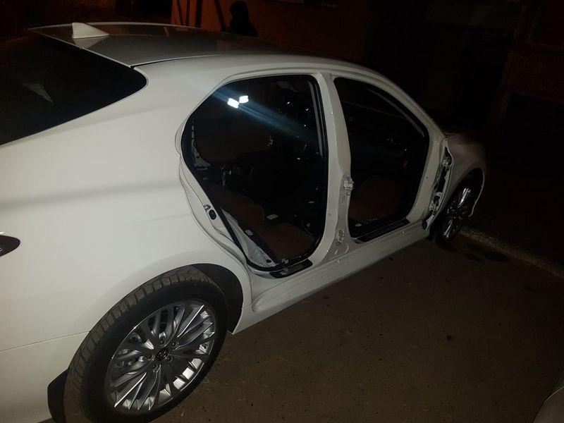 Двери и сидения сняли с авто в Уральске (фото)