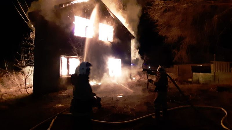 Новости Уральск - Двухэтажный дом сгорел в ЗКО