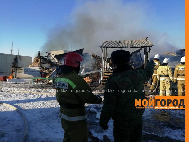 13 жилых вагончиков сгорели в вахтовом городке ЗКО