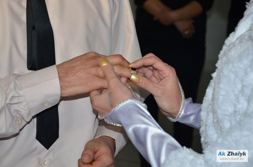 Новости Атырау - Жених на свободе, невеста в тюрьме: в Атырау состоялось необычное бракосочетание