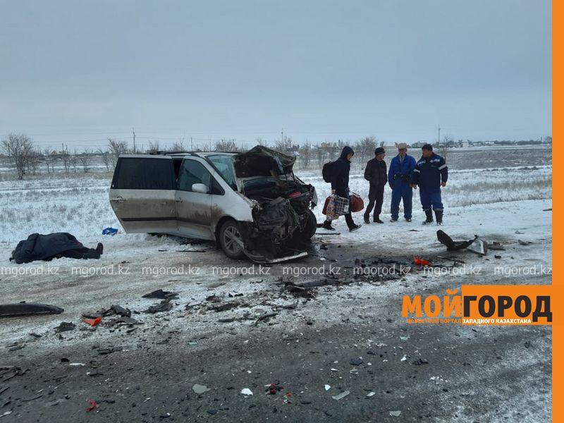 Две женщины погибли в аварии на трассе в ЗКО