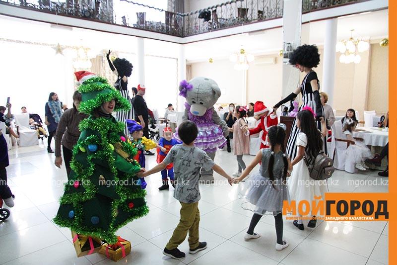 Новости Уральск - В Уральске начали проводить новогодние елки для детей-инвалидов