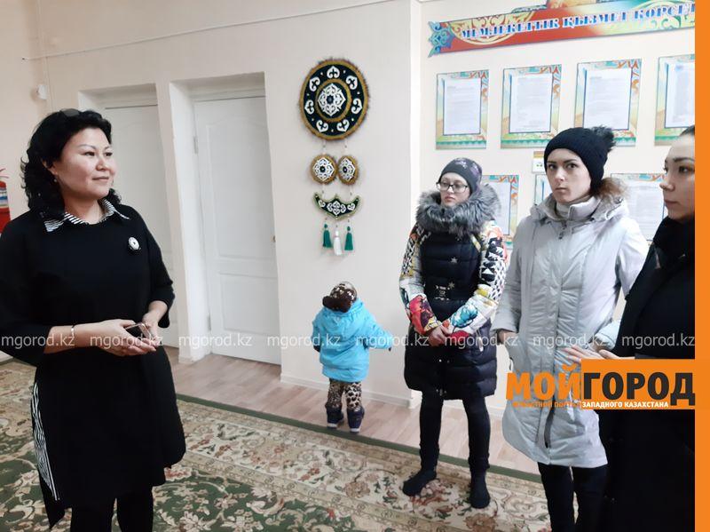 В детском саду в Уральске запретили дарить детям сладкие подарки на новогодней елке