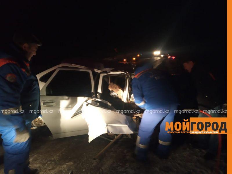 КамАЗ столкнулся с легковушкой на трассе ЗКО: погиб мужчина
