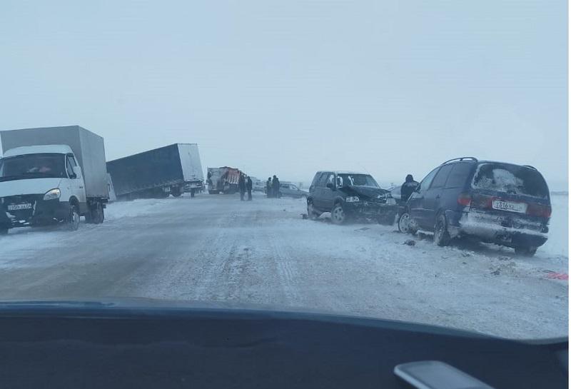 Новости Актобе - В Актюбинской области произошло ДТП с участием 11 машин