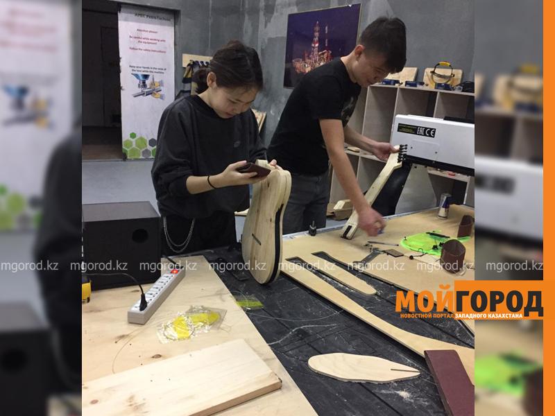 Новости Атырау - В Атырау школьница и студент создали электрогитару