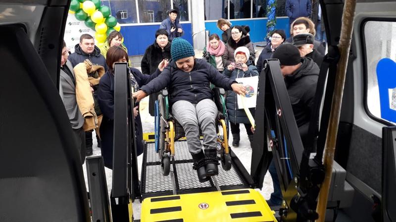 Микроавтобус подарили инвалидам–колясочникам Аксая