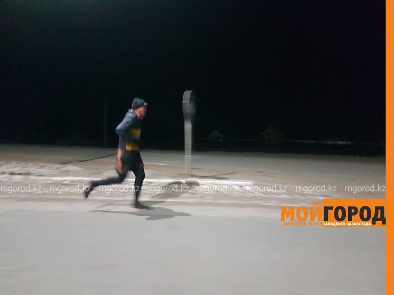 Житель ЗКО добежал из Аксая в Уральск за 15 часов (видео)
