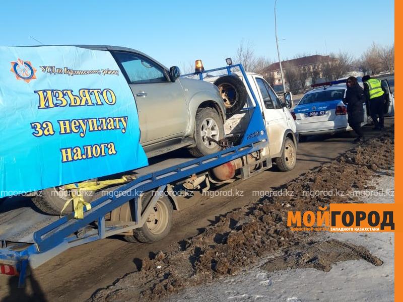 Gelandewagen изъяли у жителя Уральска за долги по налогам (видео)