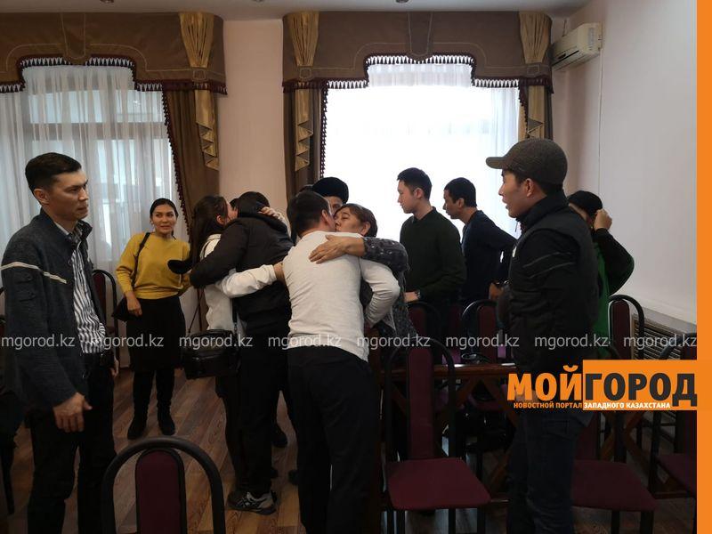Подозреваемых в сбыте наркотиков освободили в зале суда в Уральске