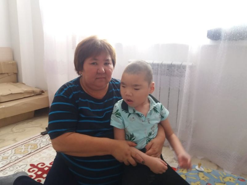 Казахстанцы собрали необходимую сумму больному мальчику из Атырау