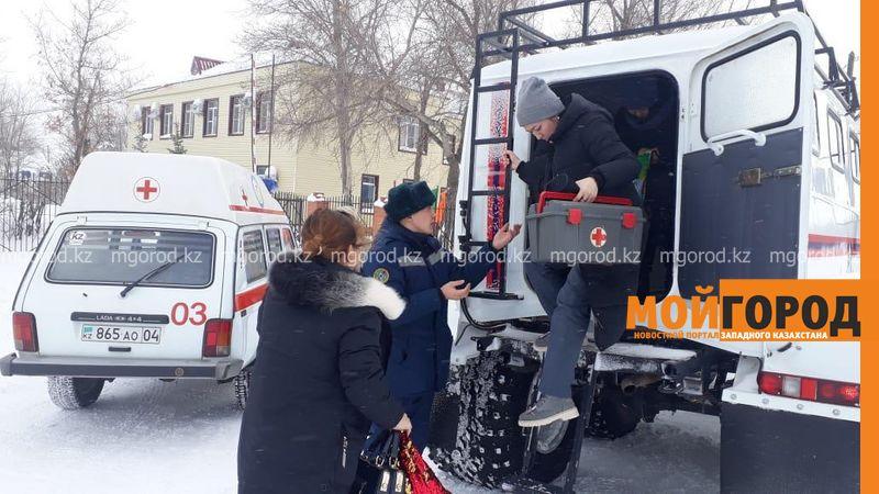 Новости Актобе - В Актюбинской области к 7-летнему ребенку с аппендицитом врач ехал на вездеходе