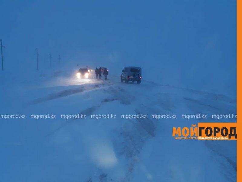 Микроавтобус облакимата с журналистами перевернулся в Актюбинской области