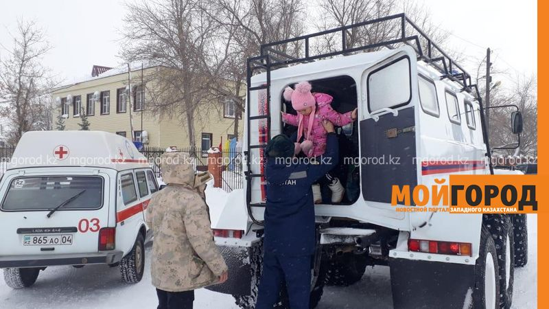 В Актюбинской области к 7-летнему ребенку с аппендицитом врач ехал на вездеходе