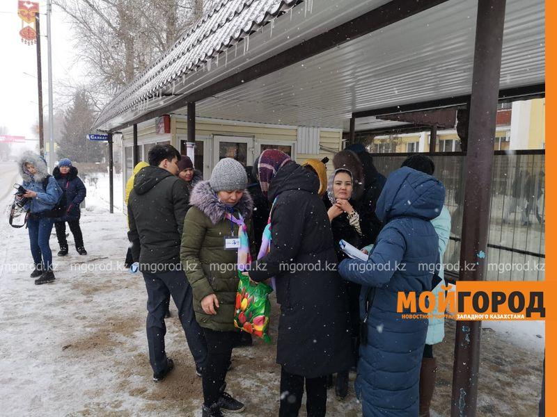 Новости - Пассажирам уральских автобусов задали вопросы о творчестве Абая