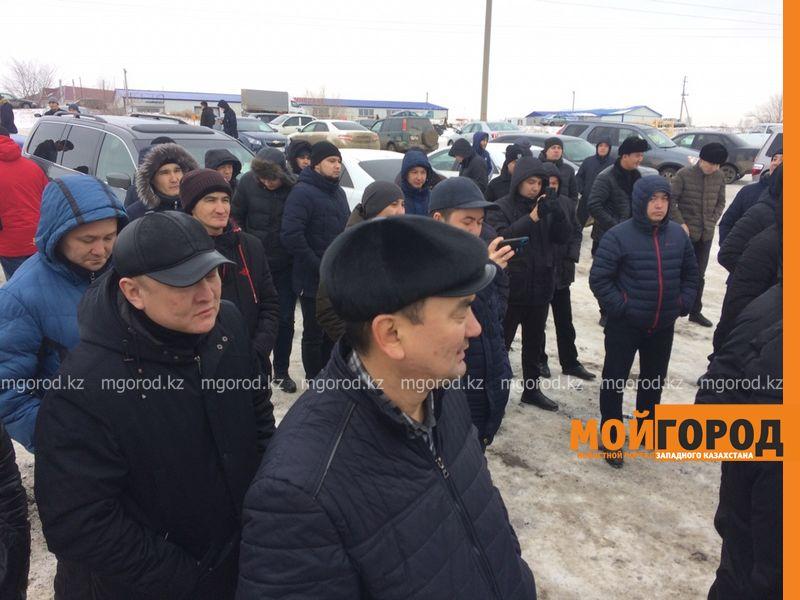 Новости Уральск - Владельцы автомашин с армянскими и российскими номерами вышли на митинг в Уральске