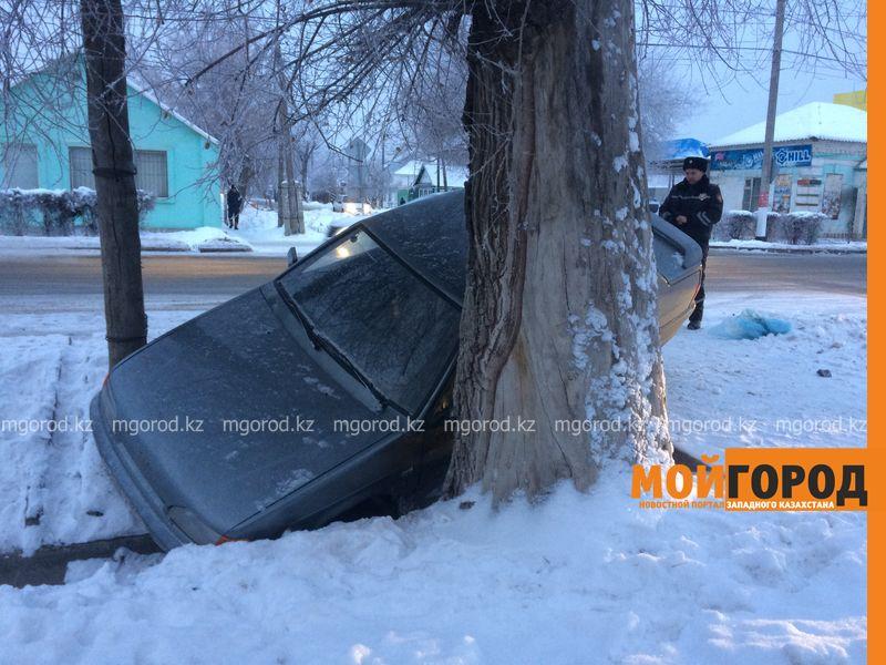 Новости Уральск - 20 суток ареста грозит пьяному уральцу, слетевшему в арык на авто