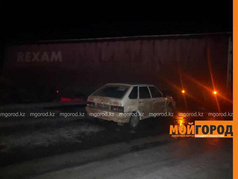 Фура столкнулась с легковым авто на трассе в ЗКО